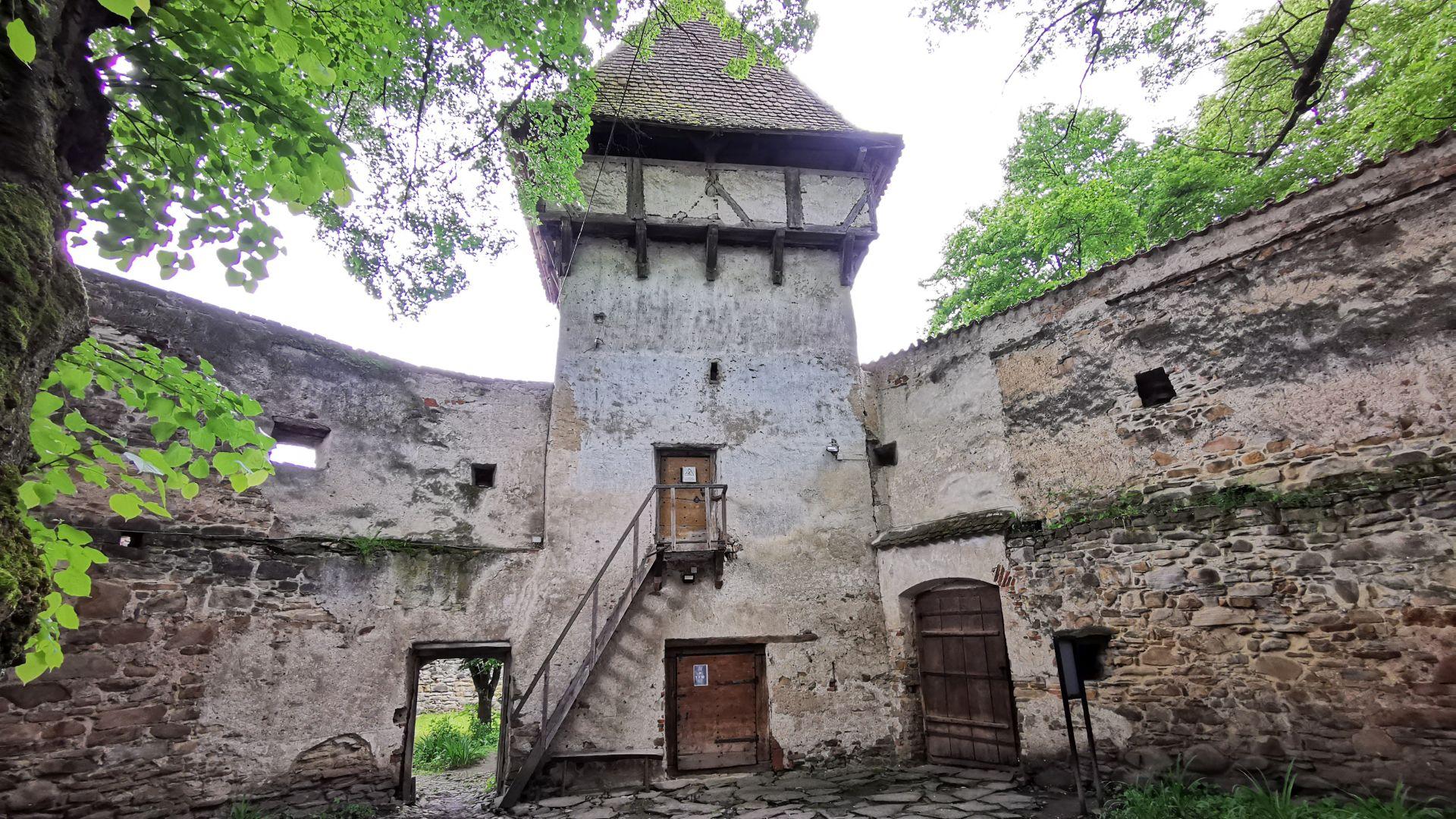 Biserica fortificată Cincșor - fortificațiile