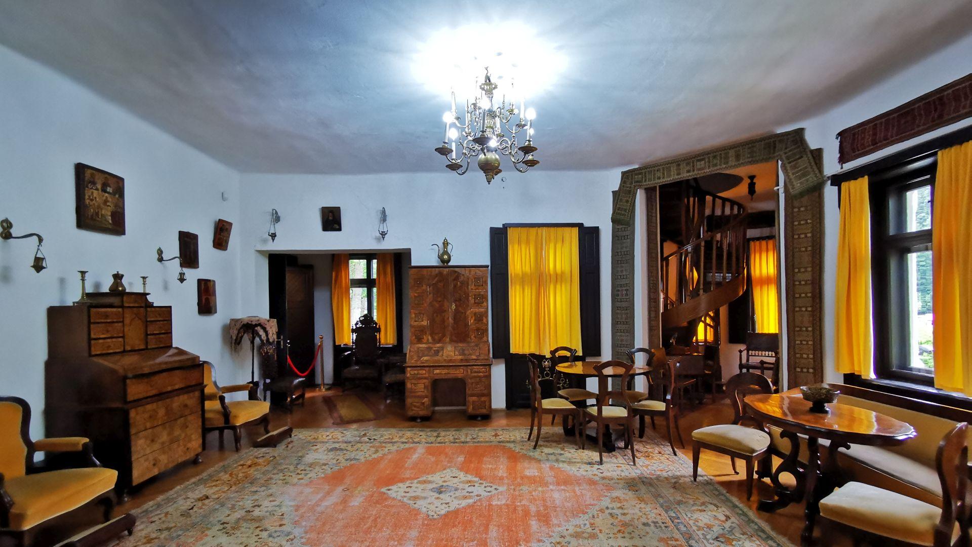 """Casa memorială George Enescu """"Luminiș"""" - interior"""