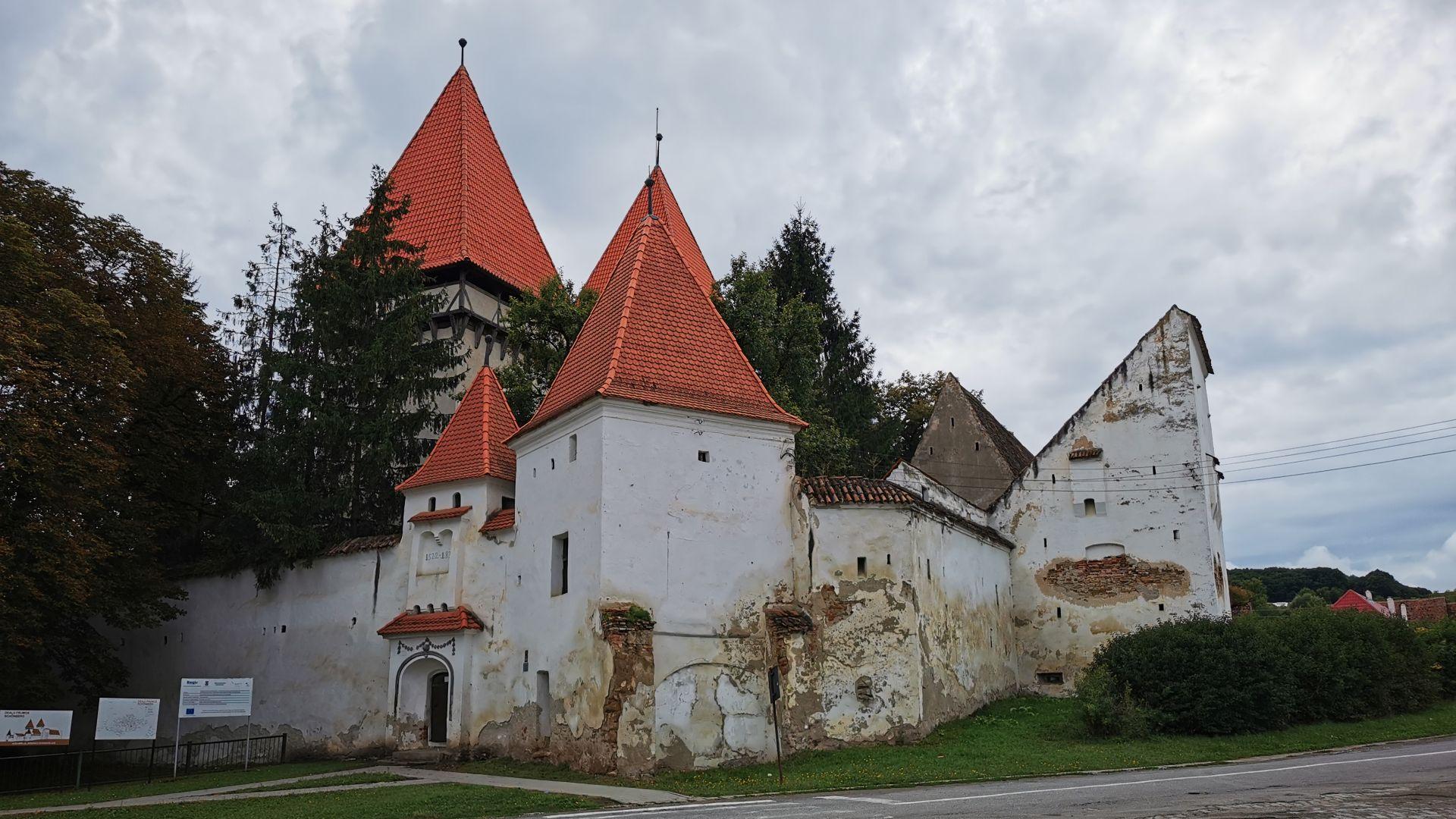 Biserica fortificată din Dealu Frumos
